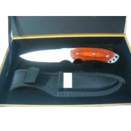 HUNTING KNIFE IN WOODEN CASE 2